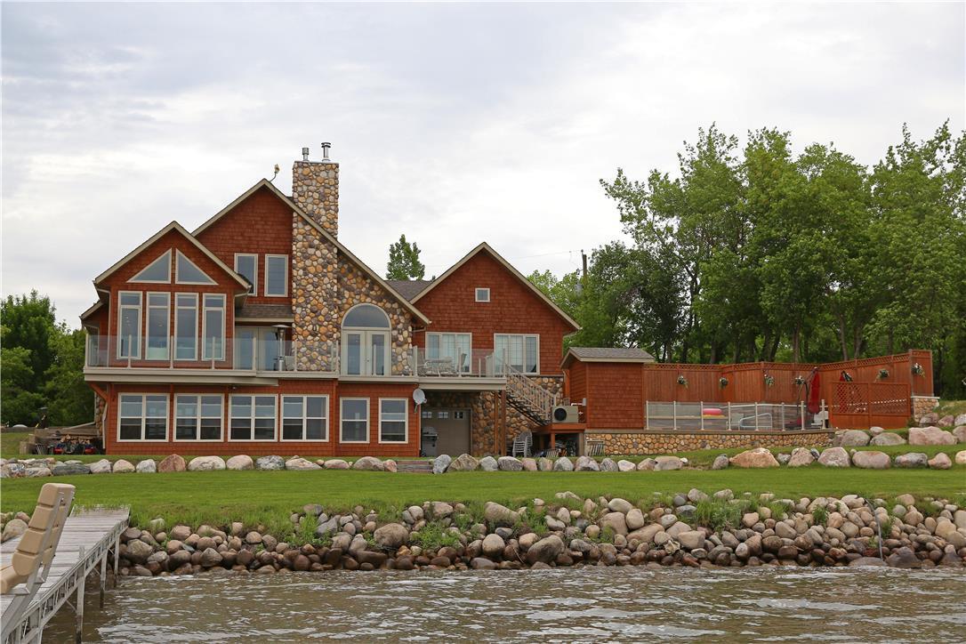 305 Lake AVE